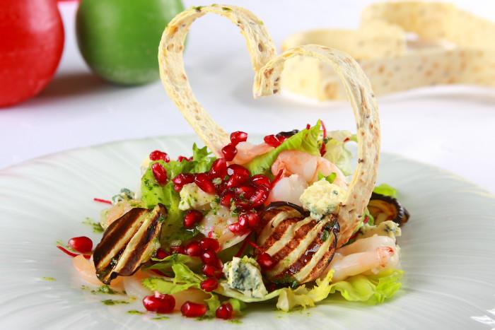 Romantyczna walentynkowa kolacja ? przepis na sałatkę dla serca