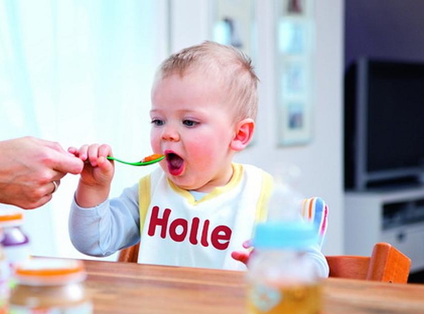 Popularne produkty dla dzieci – czy na pewno wychodzą im na zdrowie?