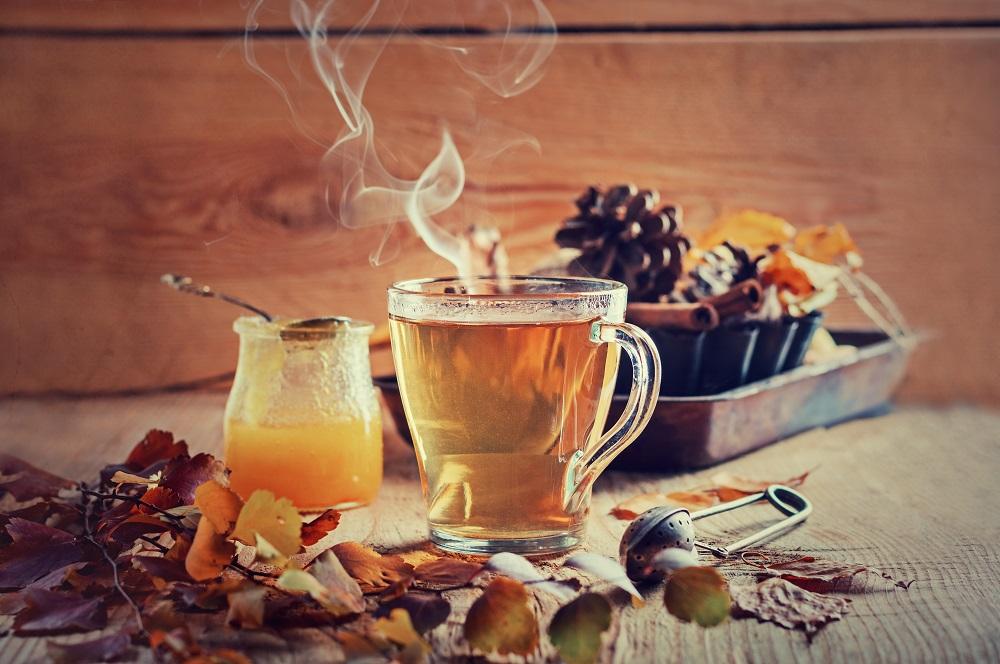 Rozgrzewająca herbata z cynamonem, goździkami i pomarańczą