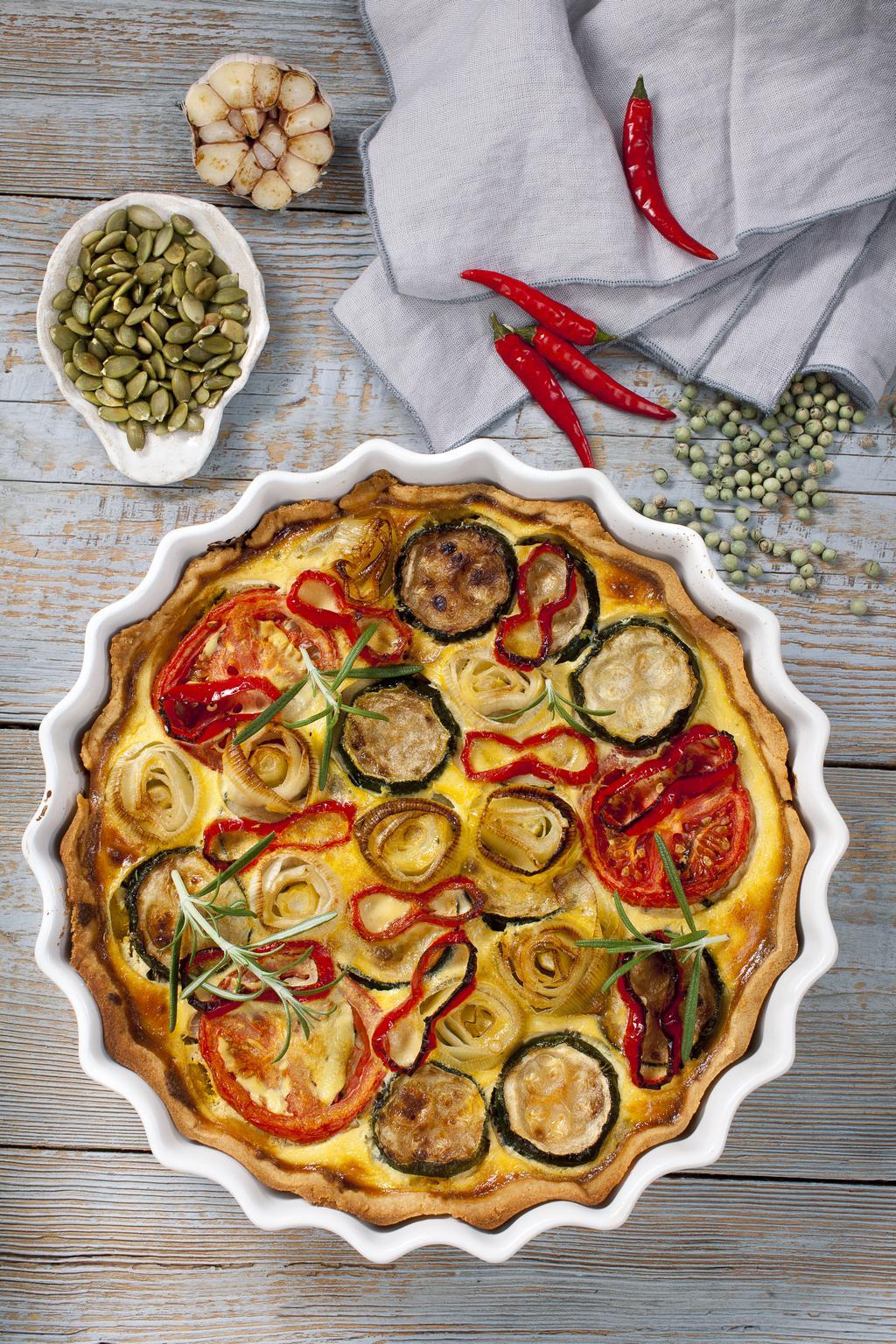 Przepis na wytrawną tartę z warzywami i aromatyczną pastą dyniową z marchewką i imbirem