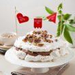 Dzień Mamy i doskonały tort bezowy z kremem czekoladowym i figami