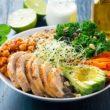 Buddha Bowl – skomponuj własną miskę obfitości z ulubionych warzyw i orzechów