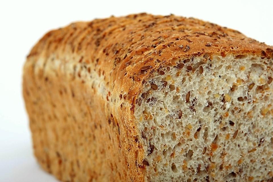 Przepis na bezglutenowy aromatyczny chleb trzy ziarna – pyszny, chrupiący chleb prosto z twojego piekarnika