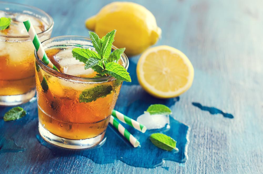 Mrożona herbata z miętą i cytryną