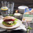 Wegetariańskie burgery z ciągnącym się serem żółtym