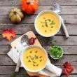 Gotujemy jesienne zupy! Przepis na krem z dyni i serem kremowym Hochland