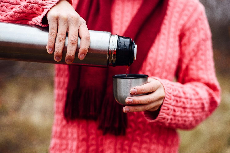 Herbata w termosie – o czym należy pamiętać przygotowując napój na wynos?