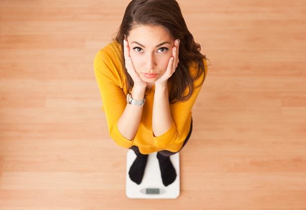Jemy mniej, ruszamy się więcej, a waga rośnie? Czy to objaw choroby?