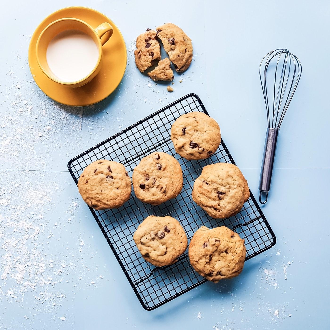 Przepis na aromatyczne ciasteczka owsiane z miodem i śliwkami