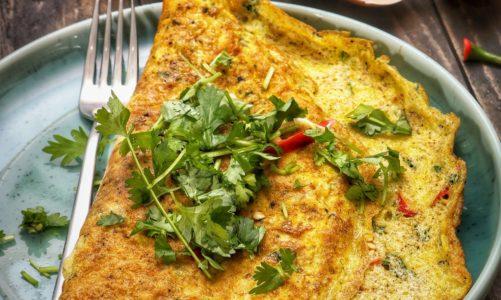 Omlet jest sprawdzonym patentem na pyszne, zdrowe i bardzo sycące śniadanie. Na słodko, czy na wytrawnie?