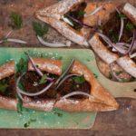 Smaki wakacji bez wyjeżdżania za granicę – kulinarne inspiracje z dwóch krańców Europy